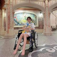 Góc khó hiểu: Giới trẻ Trung Quốc thuê xe lăn ở Disneyland vì... lười đi bộ?