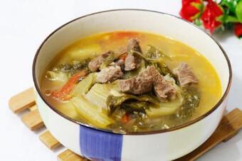 Cách nấu canh dưa chua thịt bò thanh mát, đưa cơm ai cũng làm được