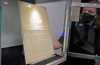 Sotheby''s bán đấu giá bản in đầu tiên rất hiếm của Hiến pháp Mỹ