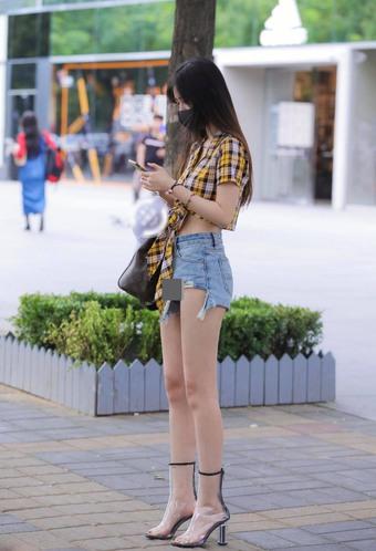 """Những chiếc quần ngắn chẳng tày gang """"oanh tạc"""" khắp phố phường châu Á"""