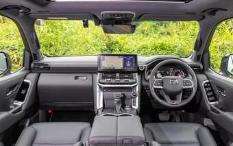Hình thực tế Toyota Land Cruiser GR Sport 2022 tại Nhật Bản
