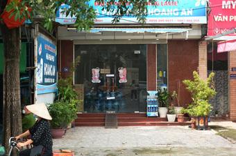 """Vụ bé gái 6 tuổi ở Hà Nội bị bố đánh trước khi tử vong: Hàng xóm kể phút bố gào khóc gọi con, đập đầu vào cửa kính """"đòi chết theo con"""""""