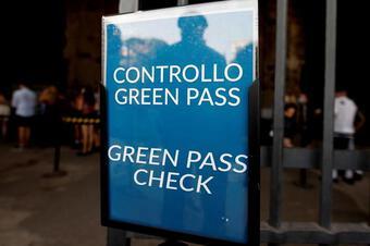 Italia buộc người lao động phải có ''thẻ xanh Covid-19''