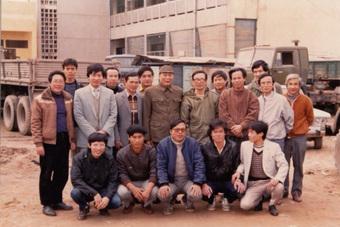 Từ tuổi thơ nghèo khó và xa cha mẹ của chính mình, chủ tịch FPT Trương Gia Bình mở trường nuôi dạy 1.000 trẻ mồ côi do COVID-19