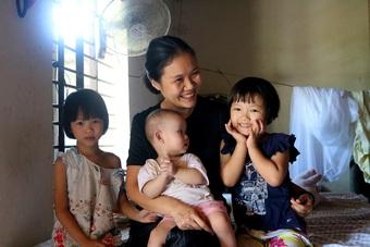Vợ chồng trẻ bán đất ủng hộ hơn 2 tỷ đồng chống dịch để tạo phúc cho con