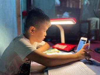 Dạy trực tuyến cho học sinh tiểu học: Nên tiếp tục hay dừng?