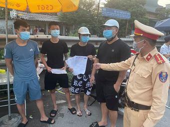 Phát hiện 4 thanh niên đi giao 10 giấy xét nghiệm SARS-CoV-2 khống