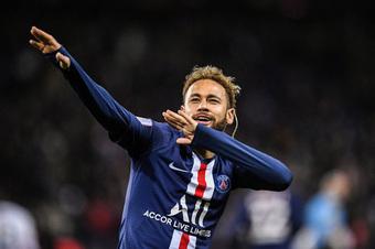 """PSG chi 6 triệu Euro mỗi năm """"mua sự ngoan ngoãn"""" của Neymar"""