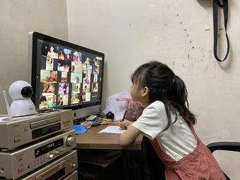 Học trực tuyến cấp tiểu học: Hạn chế thời gian học sinh ''ngồi'' trên intrernet