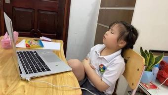 Nam sinh nói tục quên tắt mic bị thầy đuổi khỏi lớp học online