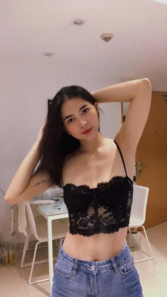 """""""Nữ phi công xinh nhất Việt Nam"""" hì hục giảm 1 yến, hiện tại đẹp ngỡ ngàng"""