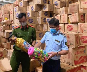 Hà Nội: Trước dịp Trung thu, chặn gần 10 tấn bánh kéo nhập lậu