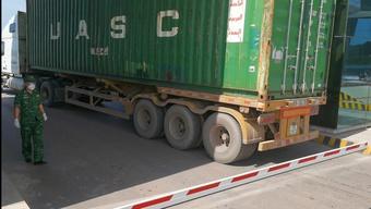 Hàng trăm tấn thanh long bị ùn tại cửa khẩu Móng Cái vì Trung Quốc ngừng mua