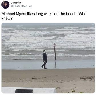 """Thấy """"sát nhân"""" cầm dao trên bãi biển, người dân hoảng sợ báo cảnh sát, cái kết khiến """"cả làng vui"""""""