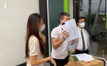 Vietcombank lên tiếng việc Thủy Tiên, Công Vinh không được livestream trong trong ngân hàng