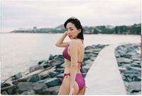 Chiều cuối tuần Tóc Tiên khoe vòng 1 ngồn ngộn, eo con kiến nhìn phát mê: Đúng kiểu phụ nữ càng hạnh phúc càng đẹp!
