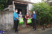 """Tỉnh Đoàn Bến Tre trao tặng """"Túi an sinh"""" đến người dân có hoàn cảnh khó khăn"""