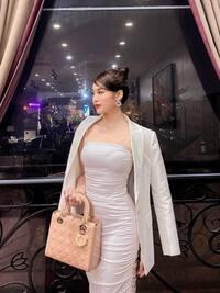 Nữ tiếp viên hàng không chuộng mốt váy bó, gợi cảm vừa đủ để lúc nào cũng đẹp