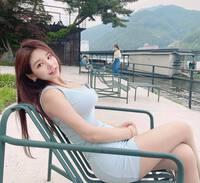 """""""Nữ thư ký"""" nổi tiếng Hàn Quốc ưa mốt váy bó chẽn"""