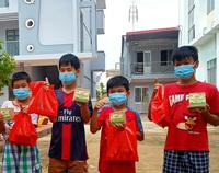 Hơn 850 phần quà bánh Trung thu cho trẻ em mồ côi TP Cần Thơ