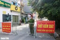 """Cận cảnh khu vực phong tỏa """"ổ dịch"""" có 6 ca F0 trong một gia đình ở Hà Nội"""