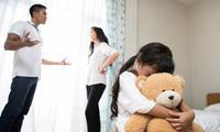 Tác hại khôn lường khi cha mẹ đánh, cãi nhau trước mặt con