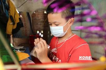 Thanh niên Hà Nội tự tay làm bánh Trung thu tặng trẻ em nghèo