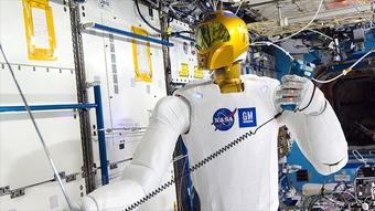 Những robot độc đáo bầu bạn với con người trên trạm vũ trụ