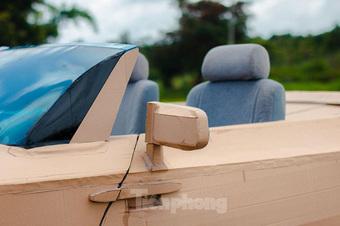 Thợ Việt chế kiểu dáng Rolls-Royce mui trần bằng bìa cứng