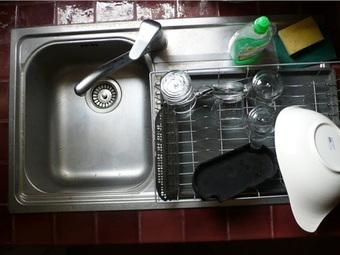"""9 cách làm sạch khiến nhà cửa bẩn hơn, bạn phải """"né"""" ngay lập tức"""