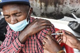 Thúc đẩy viện trợ vắc xin Covid-19 toàn cầu