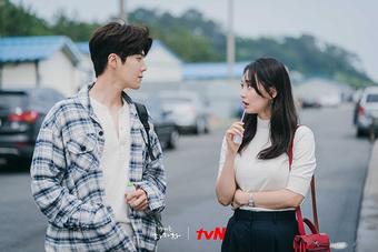 Kim Seon Ho - nam chính phim ''Hometown Cha-Cha-Cha'' đốn tim khán giả