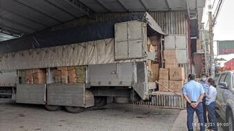TP HCM: Xe tải biển số miền Bắc bị phát hiện chở hàng nghìn chiếc tông- đơ cắt tóc nghi hàng lậu