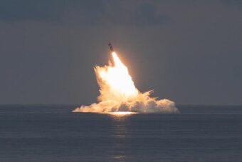 Mỹ thử tên lửa đạn đạo từ tàu ngầm giữa lúc bị Pháp tố ''đâm sau lưng''