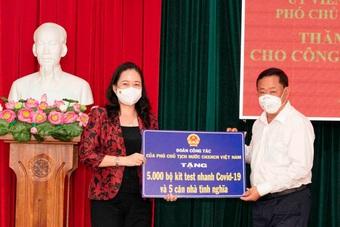 Phó Chủ tịch nước trao quà hỗ trợ hoạt động phòng, chống dịch tại An Giang