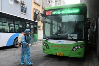 """Hà Nội dự kiến áp dụng """"thẻ xanh, thẻ vàng Covid"""" khi đi xe buýt từ 21/9"""