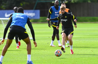 Siêu chiến binh trở lại, trò cưng Lampard phô diễn kỹ thuật trên sân tập Chelsea