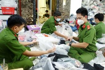 Phát hiện, tạm giữ trên 14.400 sản phẩm nghi nhập lậu tại An Giang