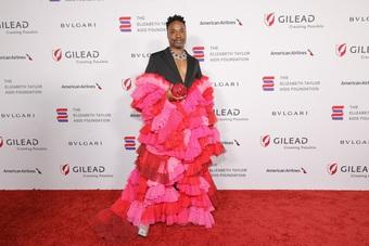 Nam diễn viên nhiễm HIV điệu đà mặc váy dự sự kiện