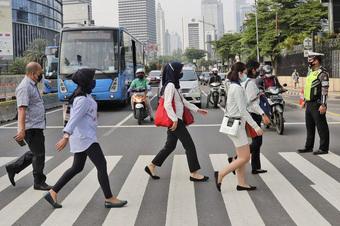 Từ phong toả diện hẹp nhất để sống chung với Covid-19 đến quy định giãn cách của Nhật Bản, Indonesia: Việt Nam có thể áp dụng được gì?