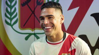 Khoác áo số lạ, Falcao ghi bàn ra mắt giúp đội nhà thắng đậm