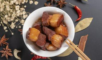 Sử dụng 3 nguyên liệu này khi kho thịt lợn chẳng trách thịt vừa dai vừa mất vị