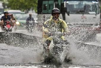 Từ nay đến 28/9 cả nước đón mưa dông, có thể xuất hiện lũ ở Bắc Bộ