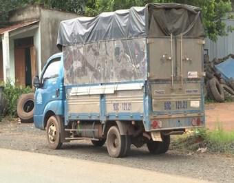 Bình Phước: Bắt xe tải trốn chốt kiểm dịch với 7 người trong thùng xe