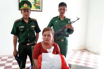 Cuộc gặp định mệnh của kiều nữ 20 lần làm ''cửu vạn'' ma túy qua biên giới