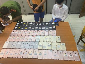 Hà Nội phát hiện 80 chiếc điện thoại di động IPhone không rõ nguồn gốc xuất xứ