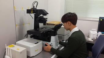 Chàng trai 9x là thủ khoa đầu ra ĐH Nông nghiệp, đam mê nghiên cứu vắc xin