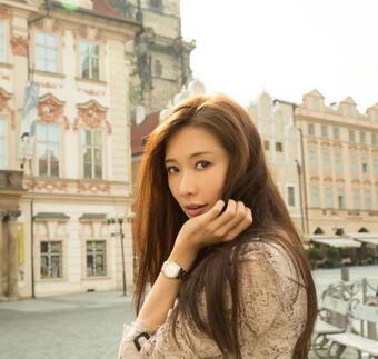 Ngọc Trinh được báo Trung khen đẹp gấp 10 lần ''Nữ thần gợi cảm'' Lâm Chí Linh