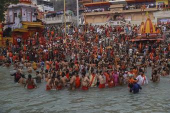 Hàng nghìn người Ấn Độ lại tham dự lễ hội bất chấp dịch bệnh