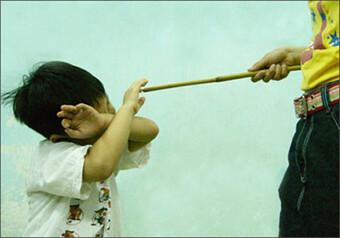 Bạo lực với trẻ em gia tăng trong những ngày giãn cách, nhiều hệ lụy đau lòng phía sau
